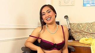 Amyka Lee gives a little office strip tease