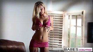 Babes - WHATEVER I PLEASE Natalia Starr