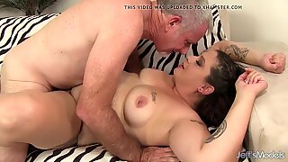 Chunky Kailie Raynes Slides Her Pussy up and down a Fat Cock