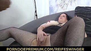 REIFE SWINGER - tattooed BBW German amateur ass humped stiff