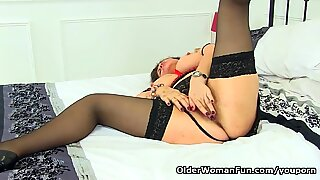 English milf Gilly pushes her knickers into her fanny