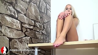 Amazing solo eurobabe touching her pussy