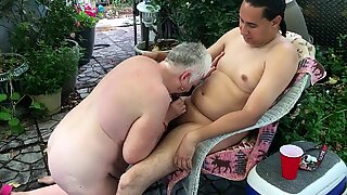 Flashypink sucks off young friend with benefits
